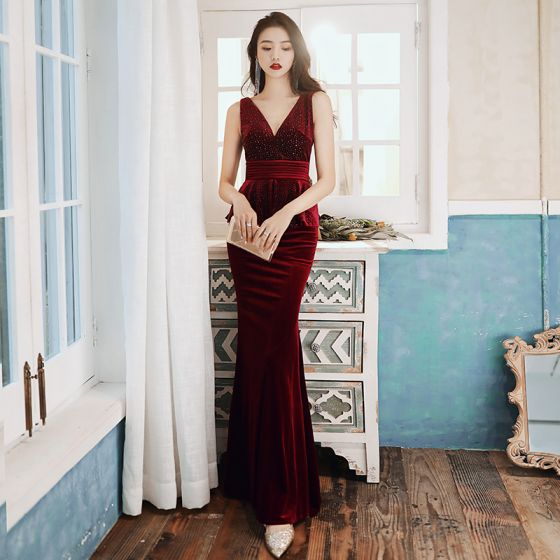 Sexy Burgundy Suede Evening Dresses  2020 Trumpet / Mermaid V-Neck Crystal Sleeveless Backless Floor-Length / Long Formal Dresses