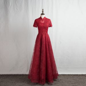Kinesisk Stil Burgundy Aftonklänningar 2020 Prinsessa Hög Hals Beading Rhinestone Spets Blomma Korta ärm Halterneck Långa Formella Klänningar