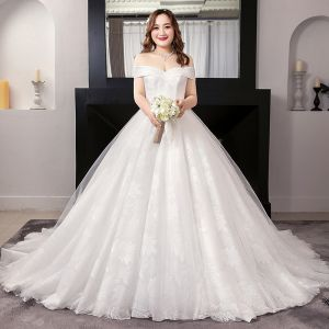 Amazing / Unique White Ball Gown Wedding Dresses 2019 Appliques Backless Lace Tulle Strapless Chapel Train Wedding