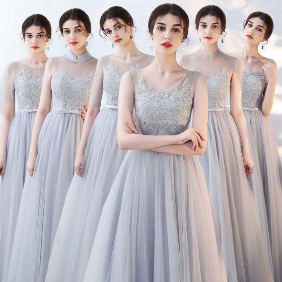 Asequible Gris Transparentes Verano Vestidos De Damas De Honor 2018 A-Line / Princess Apliques Con Encaje Bowknot Cinturón Largos Ruffle Sin Espalda Vestidos para bodas