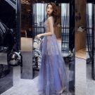 Abordable Bleu Roi Été Robe De Soirée 2019 Princesse V-Cou Sans Manches Appliques En Dentelle Paillettes Faux Diamant Glitter Tulle Longue Volants Dos Nu Robe De Ceremonie