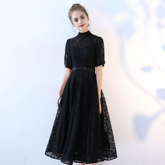 Chic / Belle Noir de retour Robe De Graduation Princesse 2017 Dentelle Noeud Col Haut Manches Courtes Thé Longueur Robe De Ceremonie