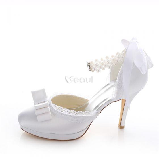Mooie Witte Bruidsschoenen Naaldhakken Satijnhuwelijk Pumps 10cm Hoge Hak Met Enkelbandje