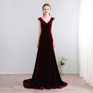 Modern / Fashion Burgundy Court Train Evening Dresses  2018 Charmeuse V-Neck A-Line / Princess Backless Evening Party Formal Dresses