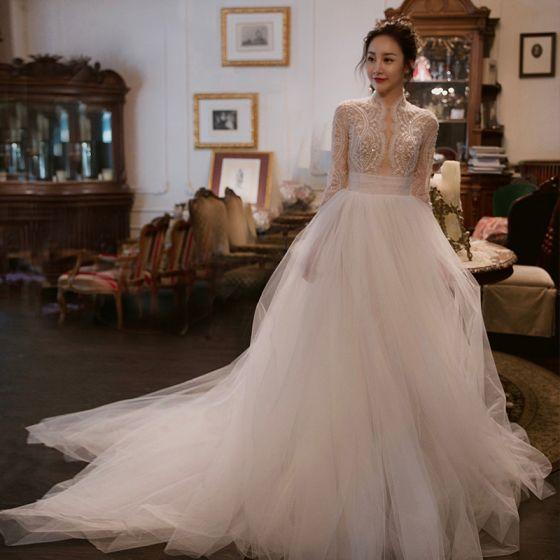 Elegante Ivory / Creme Durchbohrt Brautkleider 2018 Empire Stehkragen Lange Ärmel Perlenstickerei Mit Spitze Kapelle-Schleppe Rüschen