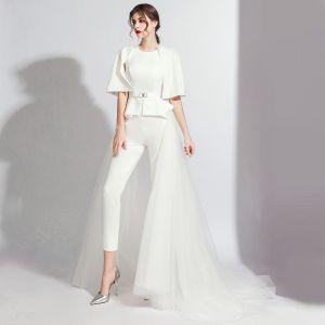 Mode Weiß Overall Mit Schal 2020 Rundhalsausschnitt Rückenfreies Metall Stoffgürtel Sweep / Pinsel Zug Abendkleider