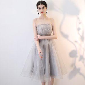 Elegant Grey Homecoming Graduation Dresses 2019 A-Line / Princess Strapless Sleeveless Glitter Tulle Knee-Length Ruffle Backless Formal Dresses