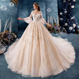 Stilig Champagne Bröllopsklänningar 2019 Balklänning V-Hals Paljetter Spets Blomma Bell ärmar Halterneck Royal Train