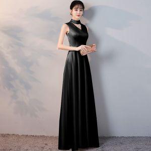 Asequible Negro Satén Vestidos de noche 2019 A-Line / Princess Cuello Alto Sin Mangas Rebordear Tassel Cinturón Largos Ruffle Vestidos Formales
