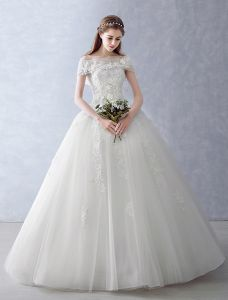 Elegant Wedding Dresses 2016 Ball Gown Strapless Applique Lace Ruffle Tulle Bridal Gown With Shawl