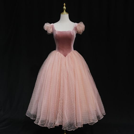Vintage / Retro Pearl Pink Dancing Prom Dresses 2021 Ball Gown Square Neckline Short Sleeve Spotted Tulle Tea-length Ruffle Backless Formal Dresses