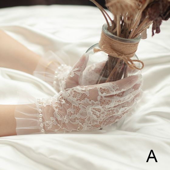 Chic / Beautiful White Bridal Gloves 2020 Lace Tulle Handmade  Beading Pearl Wedding Accessories