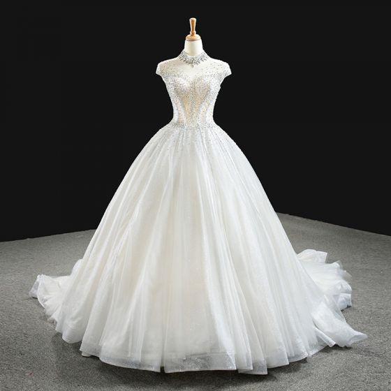 Luxus / Herrlich Weiß Hochzeits Brautkleider / Hochzeitskleider 2020 Ballkleid Durchsichtige Stehkragen Ärmellos Rückenfreies Handgefertigt Perlenstickerei Glanz Tülle Kapelle-Schleppe Rüschen