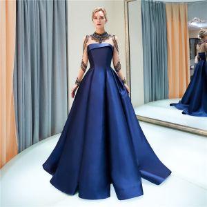 Luxus / Herrlich Marineblau Abendkleider 2019 A Linie Stehkragen Perlenstickerei Kristall Lange Ärmel Sweep / Pinsel Zug Festliche Kleider