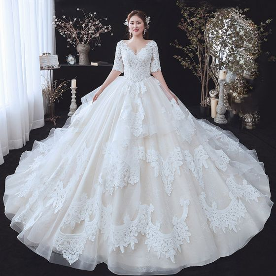 Piękne Szampan Rozmiarze Plus Suknie Ślubne 2020 Suknia Balowa V-Szyja 1/2 Rękawy Bez Pleców Aplikacje Z Koronki Frezowanie Trenem Katedra Wzburzyć