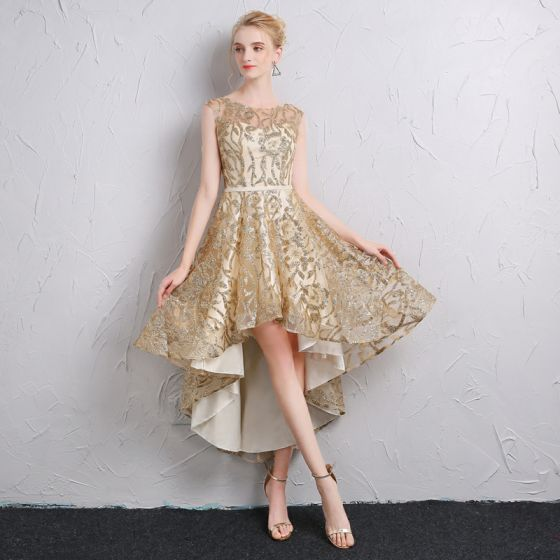 Sparkly Gold Cocktail Dresses 2018 A-Line / Princess Sash Glitter Scoop Neck Backless Sleeveless Asymmetrical Formal Dresses