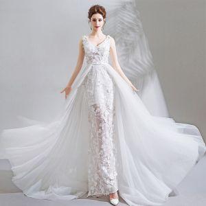 Luxus / Herrlich Weiß Kapelle-Schleppe Hochzeit 2018 Schnüren Tülle V-Ausschnitt Perlenstickerei Applikationen Rückenfreies Mermaid Brautkleider