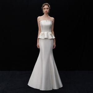 Schlicht Ivory / Creme Satin Brautkleider / Hochzeitskleider 2019 Meerjungfrau Bandeau Ärmellos Rückenfreies Lange Rüschen