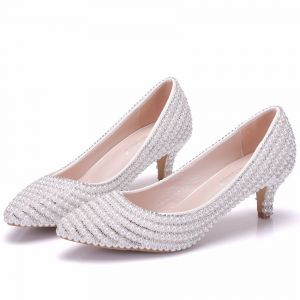 Modern / Fashion White Wedding Shoes 2018 Beading Pearl Rhinestone 3 cm Stiletto Heels Pointed Toe Low Heel Wedding Pumps