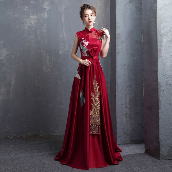 Chinese style Burgundy Embroidered Satin Evening Dresses  2021 A-Line / Princess High Neck Pearl Rhinestone Bow Short Sleeve Backless Floor-Length / Long Formal Dresses