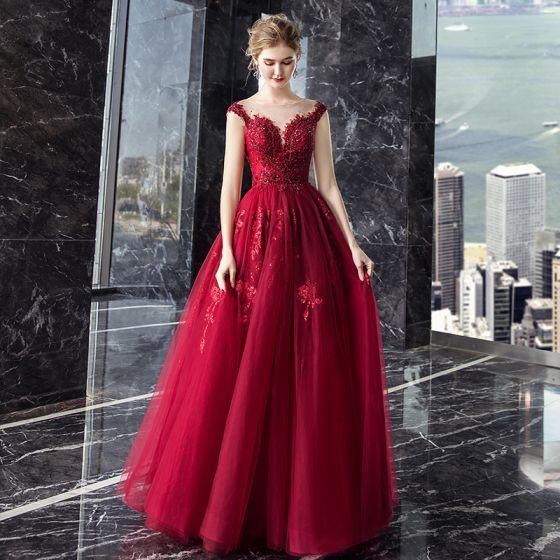 Uroczy Burgund Przezroczyste Sukienki Wieczorowe 2019 Princessa Kwadratowy Dekolt Bez Rękawów Aplikacje Z Koronki Wykonany Ręcznie Frezowanie Długie Wzburzyć Bez Pleców Sukienki Wizytowe