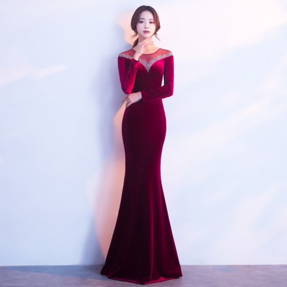 Stylowe / Modne Burgund Zamszowe Sukienki Wieczorowe 2017 Syrena / Rozkloszowane Wycięciem Długie Rękawy Frezowanie Rhinestone Długie Przebili Sukienki Wizytowe