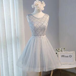 Chic / Beautiful Grey Summer Homecoming Graduation Dresses 2018 A-Line / Princess Beading Pearl Sash Scoop Neck Backless Sleeveless Short Formal Dresses
