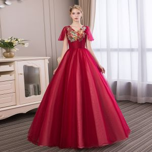 Affordable Burgundy Prom Dresses 2018 Ball Gown Lace Appliques Rhinestone V-Neck Backless Short Sleeve Floor-Length / Long Formal Dresses