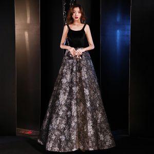 Moderne / Mode Noire Robe De Soirée 2019 Princesse épaules Sans Manches Brodé Fleur Train De Balayage Volants Dos Nu Robe De Ceremonie