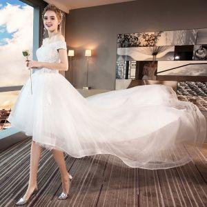 Hög Låg Sommar Vita Stranden Bröllopsklänningar 2018 Prinsessa Av Axeln Korta ärm Halterneck Appliqués Spets Paljetter Beading Ruffle Asymmetrisk
