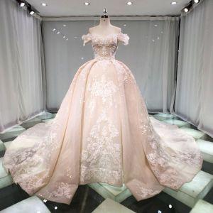 Oszałamiający Szampan Suknie Ślubne 2019 Księżniczki Przy Ramieniu Kótkie Rękawy Bez Pleców Aplikacje Z Koronki Frezowanie Cekinami Tiulowe Trenem Katedra Wzburzyć