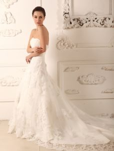 2015 A-line Sweetheart Chapel Train Lace Satin Wedding Dress