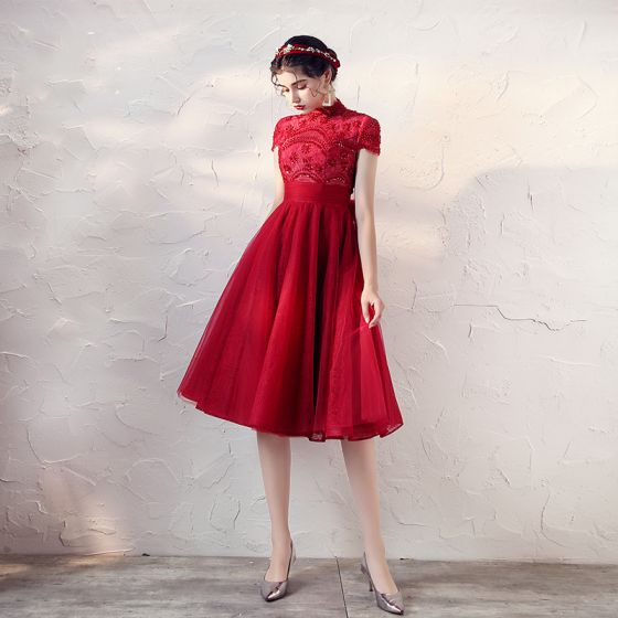 Vintage / Retro Red Lace Homecoming Graduation Dresses 2020 A-Line / Princess High Neck Short Sleeve Beading Tea-length Ruffle Backless Formal Dresses