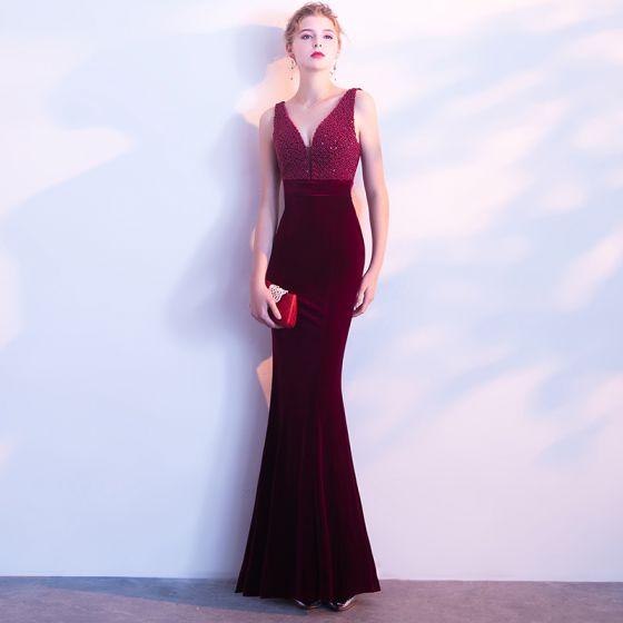 Najpiękniejsze / Ekskluzywne Burgund Sukienki Wieczorowe 2018 Syrena / Rozkloszowane V-Szyja Frezowanie Aplikacje Bez Pleców Wieczorowe Sukienki Wizytowe