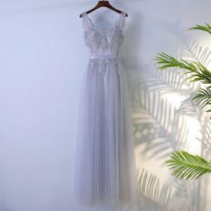 Schlicht Grau Brautjungfernkleider 2017 A Linie Mit Spitze Blumen Pailletten Reißverschluss V-Ausschnitt Ärmellos Knöchellänge Kleider Für Hochzeit