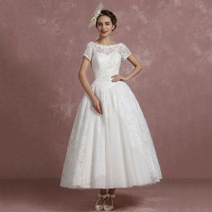 Classic Ivory Lace Wedding Dresses 2018 Ball Gown Scoop Neck Short Sleeve Backless Ankle Length Ruffle