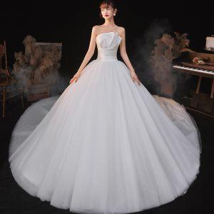 Schlicht Ivory / Creme Hochzeits Brautkleider / Hochzeitskleider 2020 Empire Bandeau Ärmellos Rückenfreies Kathedrale Schleppe Rüschen