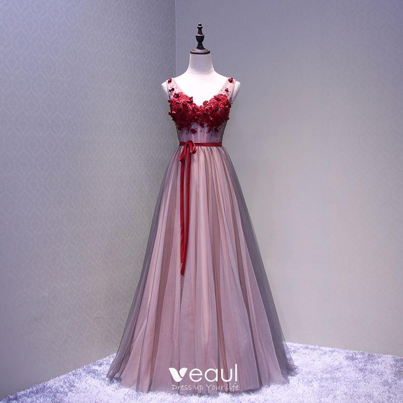 Piękne Burgund Sukienki Na Bal 2018 Princessa Aplikacje Kryształ Kokarda V Szyja Bez Pleców Bez Rękawów Długie Sukienki Wizytowe