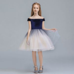 Chic / Beautiful Navy Blue Gradient-Color Suede Flower Girl Dresses 2019 Ball Gown Off-The-Shoulder Short Sleeve Floor-Length / Long Ruffle Backless Wedding Party Dresses