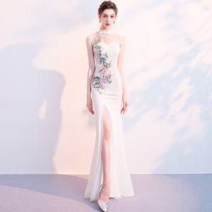 Chinesischer Stil Ivory / Creme Durchsichtige Abendkleider 2018 Meerjungfrau Stehkragen Ärmellos Stickerei Gespaltete Front Lange Rüschen Festliche Kleider