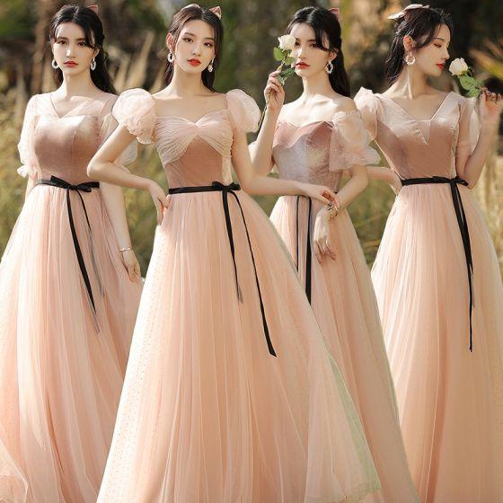 Eleganckie Różowy Perłowy Zamszowe Sukienki Dla Druhen 2021 Princessa V-Szyja Kótkie Rękawy Bez Pleców Długie Sukienki Na Wesele