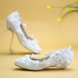 Chic / Beautiful White Flat Wedding Shoes 2019 Lace Flower Pearl Pointed Toe