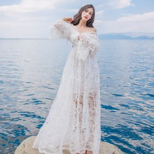 Elegant Sommer Strand Hvide Maxikjoler 2018 Empire Off-The-Shoulder Langærmet Lange Flæse Halterneck Tøj til kvinder