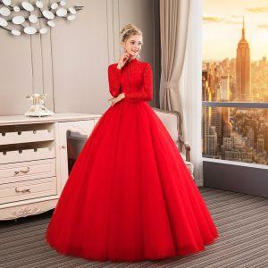 Chinesischer Stil Muslimisches Rot Brautkleider / Hochzeitskleider 2019 Ballkleid Stehkragen Schaltflächen Schleife Spitze Blumen Pailletten 3/4 Ärmel Lange