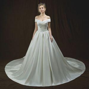 Enkla Elfenben Bröllopsklänningar 2018 Prinsessa Av Axeln Korta ärm Halterneck Cathedral Train Ruffle