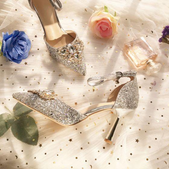 Charmant Zilveren Bruidsmeisjes Huwelijk Hoge Hakken 2019 Enkelband Pailletten Rhinestone 8 cm Naaldhakken / Stiletto Spitse Neus Bruidsschoenen