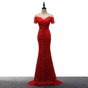 Unique Rot Abendkleider 2017 Mermaid V-Ausschnitt Spitze Perlenstickerei Applikationen Rückenfreies Abend Festliche Kleider