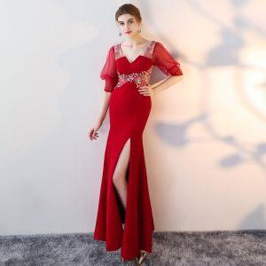 Unieke Rode Lange Avondjurken 2018 Trompet / Zeemeermin V-Hals Charmeuse Lace-up Kralen Ruglooze Geborduurde Gelegenheid Jurken
