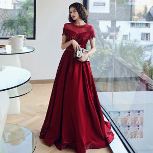Elegant Burgundy See-through Evening Dresses  2019 A-Line / Princess Scoop Neck Short Sleeve Backless Appliques Lace Beading Rhinestone Sash Floor-Length / Long Ruffle Formal Dresses