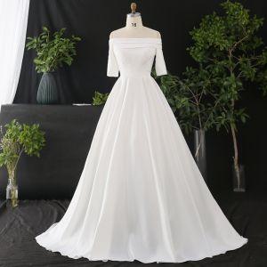 Klassisk Elegant Hvide Plus Størrelse Brudekjoler 2020 Prinsesse Off-The-Shoulder Krydsede Remme Kort Ærme Satin Solid Farve Cathedral Train Bryllup